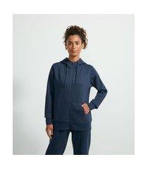 jaqueta esportiva básica em moletom com capuz e bolso canguru | get over | azul | p