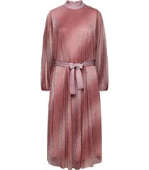 pleated dress in a beautiful shimmery polyester mix quality jurk knielengte roze second female