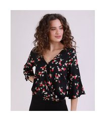 blusa feminina cropped transpassada estampada floralpreto