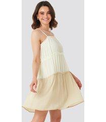 na-kd boho thin strap tiered mini dress - white