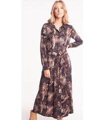 brązowa sukienka midi w zwierzęce wzory