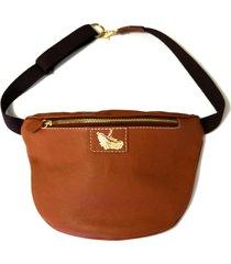 pochete line store leather couro caramelo.