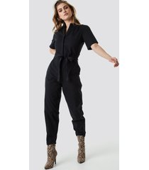 na-kd short sleeve button up jumpsuit - black