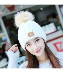 donna inverno caldo tinta unita skullies berretti cappello con pelliccia  pompon cappello caldo lavorato a maglia 9489f99ec1e3