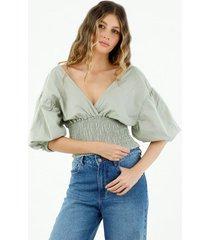 camisa de mujer cuello en v con escote profundo y mangas englobadas