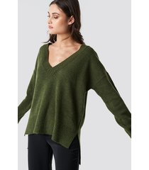 na-kd trend deep v-neck oversized sweater - green