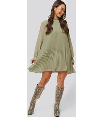 na-kd mini pleated dress - green