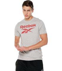 camiseta gris reebok