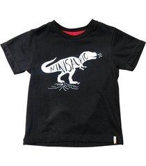camiseta color negro con texto estampado
