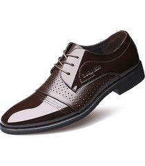 scarpe classiche da uomo con punta a punta e collo alto classico