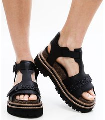 sandalia negra via praga