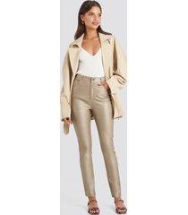 na-kd trend coated cotton pants - beige