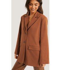 basma & merna x na-kd blazer i fyrkantig passform - brown