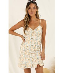 showpo beach sunset dress in yellow floral - 12 (l) the influencer