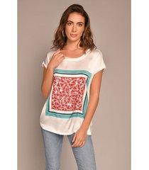 camiseta satín estampado abstracto con apliques