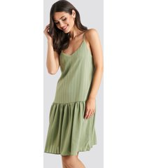 na-kd bottom flounce striped dress - green