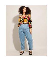 calça mom jeans plus size cintura super alta azul claro