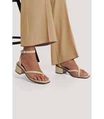 na-kd shoes sandaler med blockklack och korsade remmar - offwhite