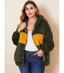abrigo de manga larga con capucha y retazos de talla grande diseño