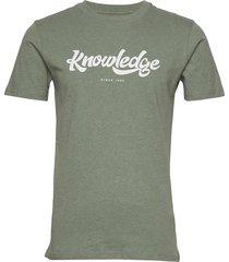 alder big knowledge tee - gots/vega t-shirts short-sleeved grön knowledge cotton apparel