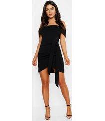 bodycon-jurk met blote schouder en wikkelstijl, zwart