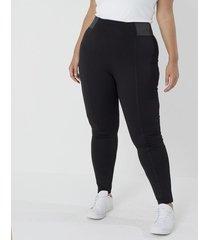 calça legging com elástico na lateral curve & plus size