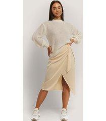 na-kd trend kjol med knytning - offwhite