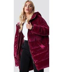 na-kd velvet long puffer - pink,red
