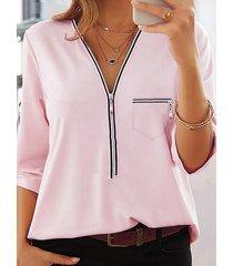 blusa rosa con cuello en v y mangas 3/4 con diseño de cremallera