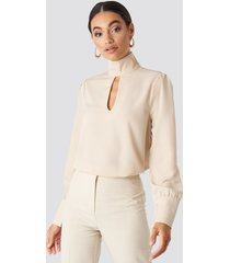 na-kd classic cut out front blouse - beige