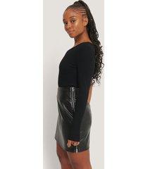 romy x na-kd pu-kjol med dragkedja i sidan - black