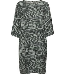 sc-nikola kort klänning grön soyaconcept