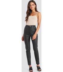 na-kd trend coated cotton pants - black