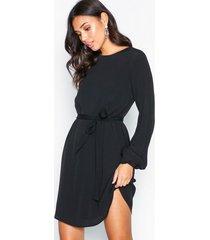 nly trend perfect belted dress långärmade klänningar svart