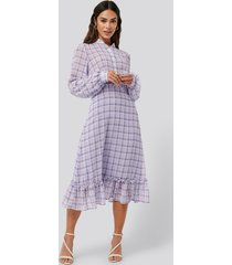 na-kd trend plaid sheer midi dress - purple
