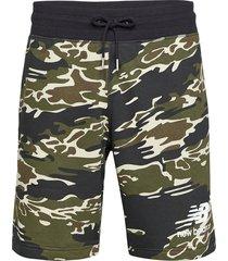 essentials stacked short aop shorts casual grön new balance
