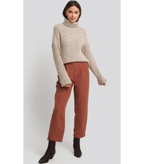na-kd belted paperbag tapered pants - brown,red