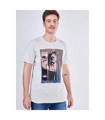 camiseta manga curta estampa fotográfica