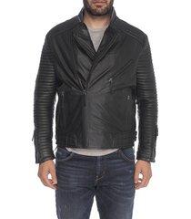 chaqueta de cuero negro toso