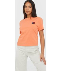 tommy jeans tjw tommy badge tee t-shirts