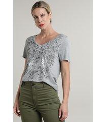 blusa feminina ampla com estampa animal print cobra manga curta decote v cinza mescla