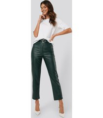 afj x na-kd belted pu leather pants - green