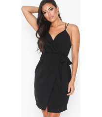 nly trend perfect cocktail dress loose fit
