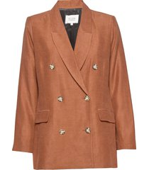 lia blazer blazer colbert bruin second female