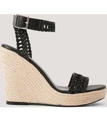 na-kd shoes låga sandaler med remmar och sula i jute - black