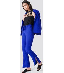 na-kd trend straight tie waist jacquard pants - blue
