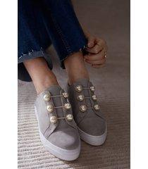 sneakers pearls