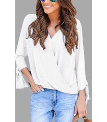 blusa de manga larga con cuello en v y diseño frontal cruzado blanco