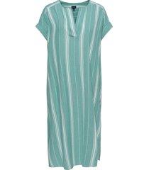 d2. kaftan midi crinkle stripe knälång klänning grön gant