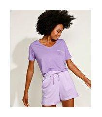 t-shirt feminina mindset cropped com bordado manga curta decote v lilás